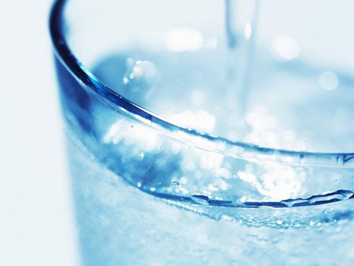 Нет, вам не надо выпивать 8 стаканов воды в день