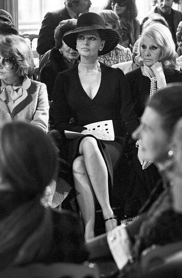 Софи Лорен сматерью напоказе Dior, 1974