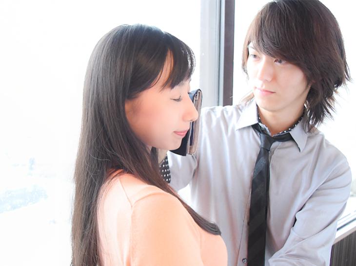 В Японии можно нанять «утешителя», который будет вытирать вам слёзы на работе (3 фото)