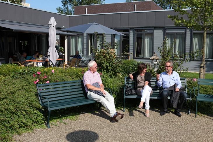 Нормальная на вид голландская деревня, в которой каждый страдает от слабоумия