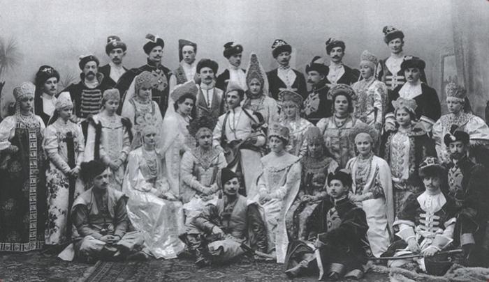 Участники последнего костюмированного императорского бала