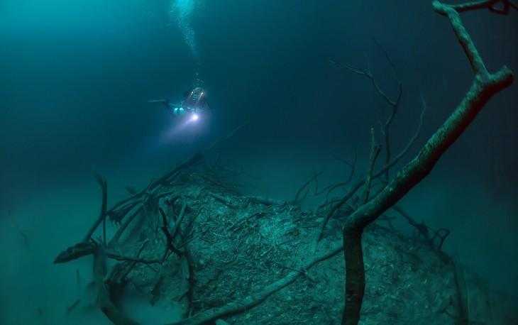 Фотограф из России обнаружил реку, текущую... под водой