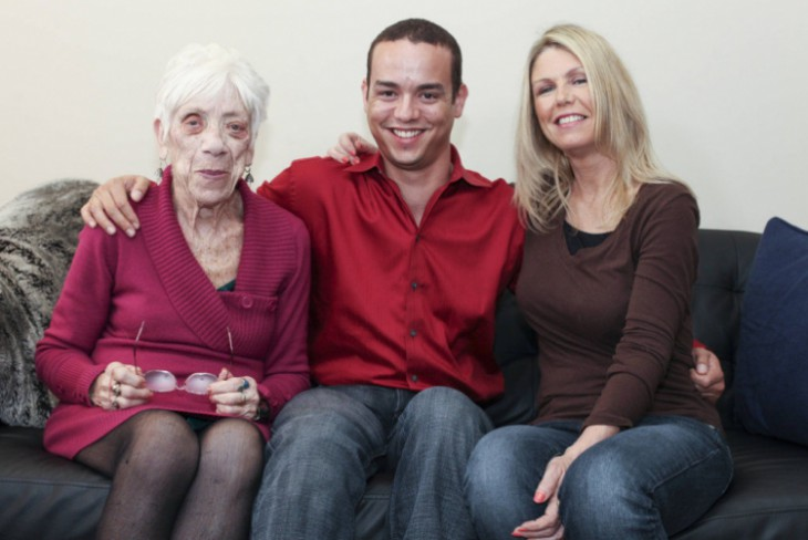 Слева направо: Марджори Маккул, Кайл Джонс иего мама