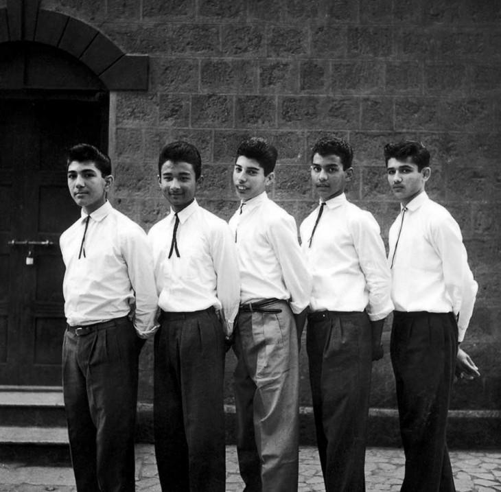 Молодой Фредди Меркьюри (в середине) с одноклассниками в школе Святого Петра