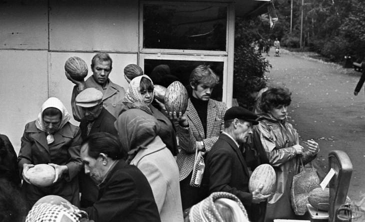 Осенние дыни на проспекте Энтузиастов. 18.09.1981.