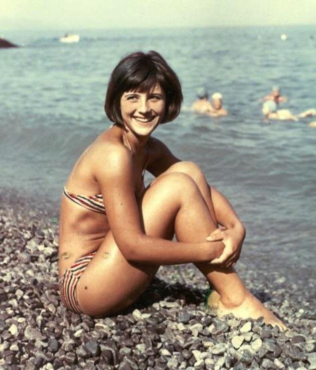 Сельская девушка голяком ретро фото
