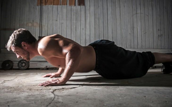 Как быстро и эффективно накачать мышцы, не выходя из дома