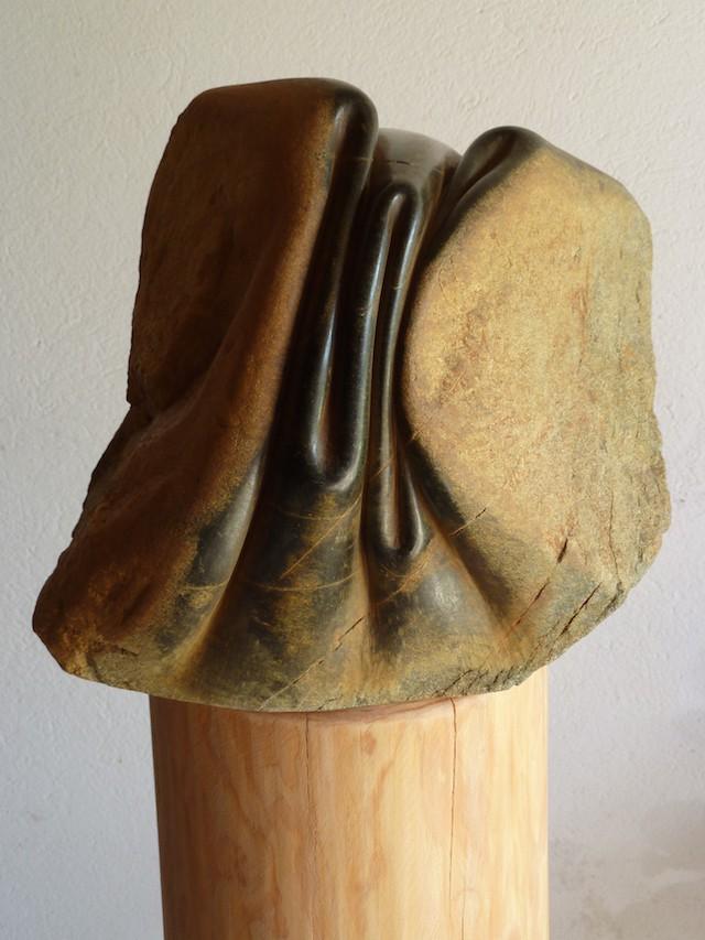 Испанский скульптор овладел искусством мять камни!