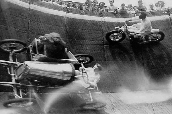 Странное прошлое: 15 совершенно безумных фотографий из 20 века