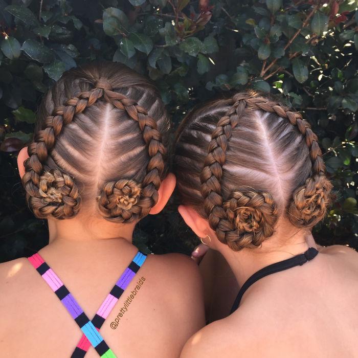 Эта мамочка плетёт невероятные косы своей дочери каждое утро перед школой
