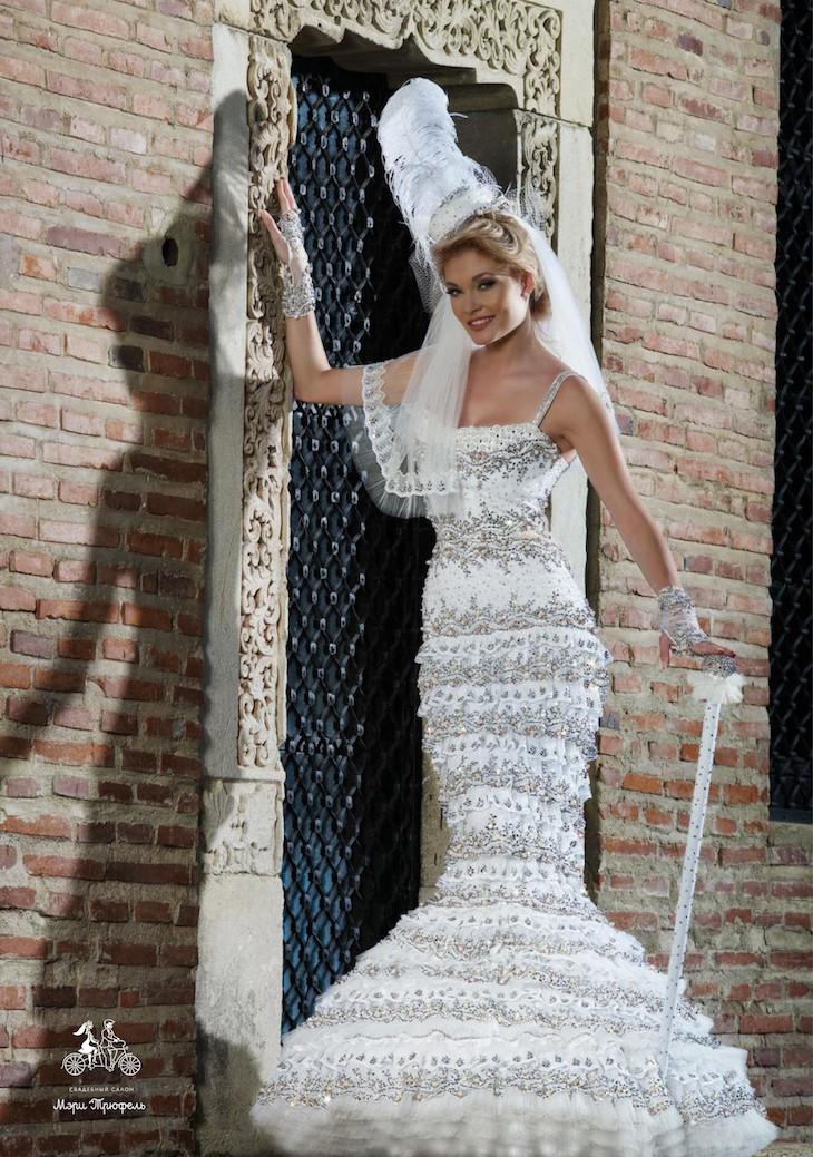 Заглянем под юбку свадебного платья фото 56-987