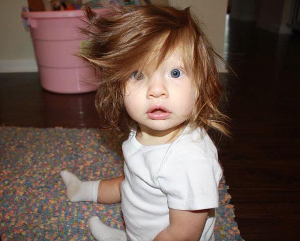 Фото - 15 малышей, родившихся с удивительно роскошными причёсками