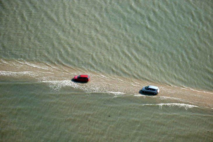 Эта поразительная дорога два раза в сутки погружается под воду!