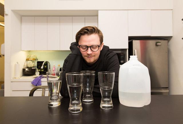 Целый месяц я пил по 3 литра воды в день, и вот что я узнал