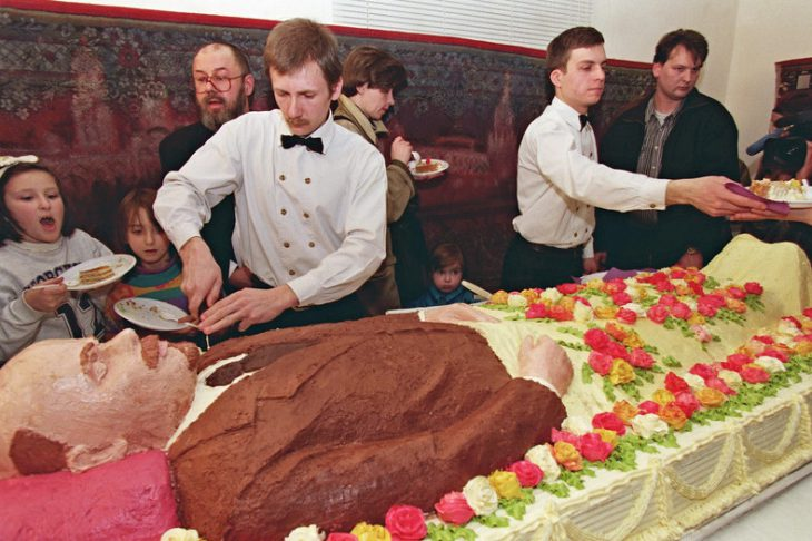 Waiters cut and offer 30 March 1998 in a Moscow restaurant pieces of a life-size cake depicting Russian Bolshevik revolutionary leader Vladimir Ilyich Lenin whose embalmed body is shown in the Mausoleum bearing his name in Moscow's Red Square. The two-meter-long and 80-cm-wide cake, was created by two Moscow artists, Yuri Shabelnikov and Yuri Fasenko. It took them 24 hours of work, 50 kilos of bisquits and cream and 220 cream roses to create the figure. Lenin was eaten immediately after the presentation.