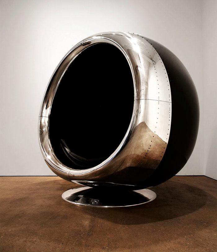 Это кресло сделано из реактивного двигателя Боинга!