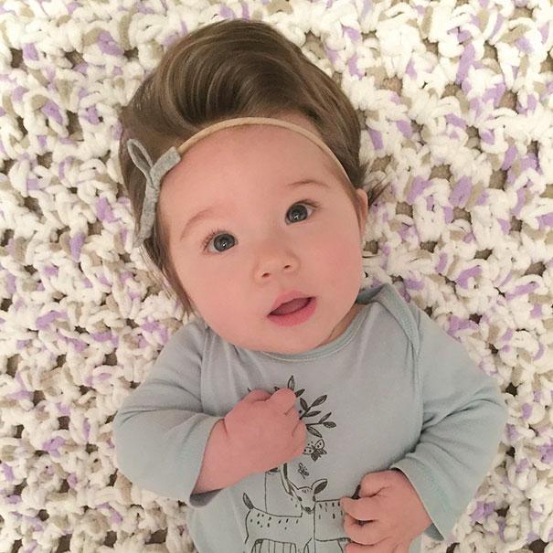 Фото 7 - 15 малышей, родившихся с удивительно роскошными причёсками