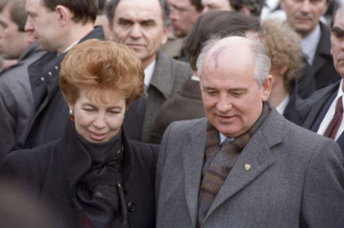 Раиса и Михаил Горбачевы во время дружественного визита в Югославию, 1988