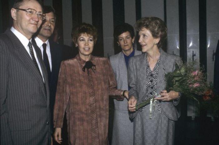 Раиса Горбачева и Нэнси Рейган в Государственной Третьяковской галерее, 1988