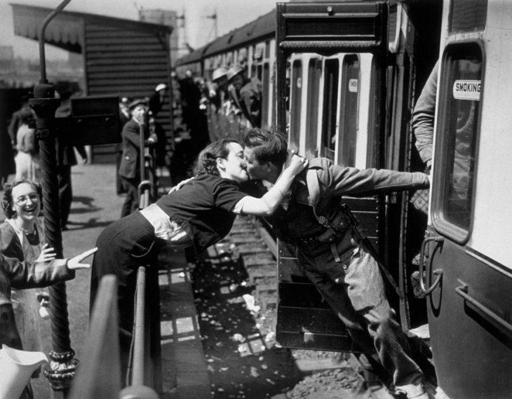 Фото 6 - любовь во время войны 20 фотографий наполненных глубокими чувствами