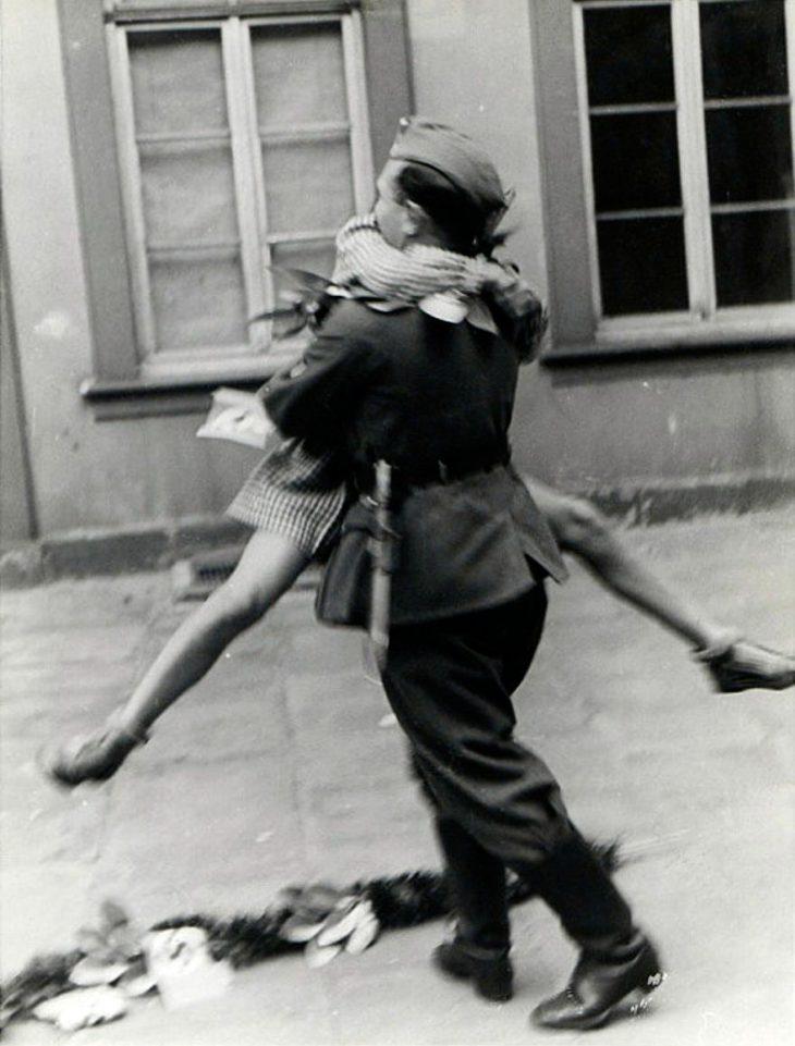Фото 9 - любовь во время войны 20 фотографий наполненных глубокими чувствами