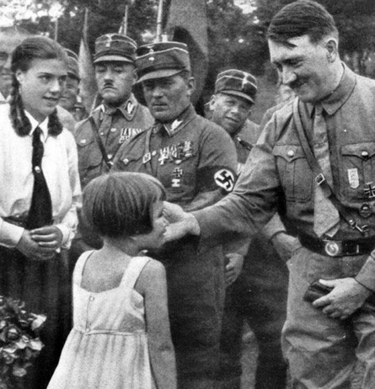 20 редчайших снимков Гитлера, показывающих его с разных сторон