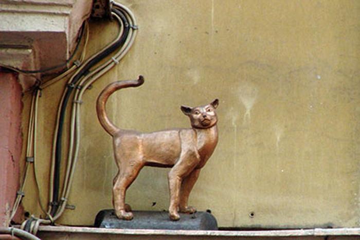 Кошка Василиса — памятник на Малой Садовой в Санкт-Петербурге