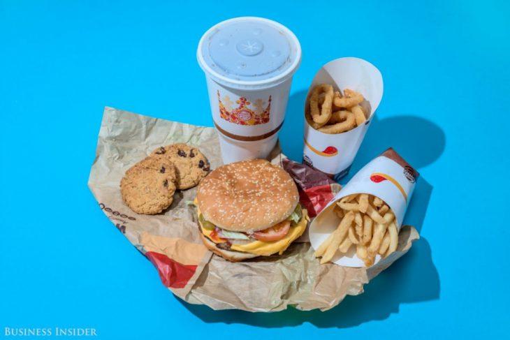 Вот сколько вы можете съедать фастфуда в день, не рискуя растолстеть