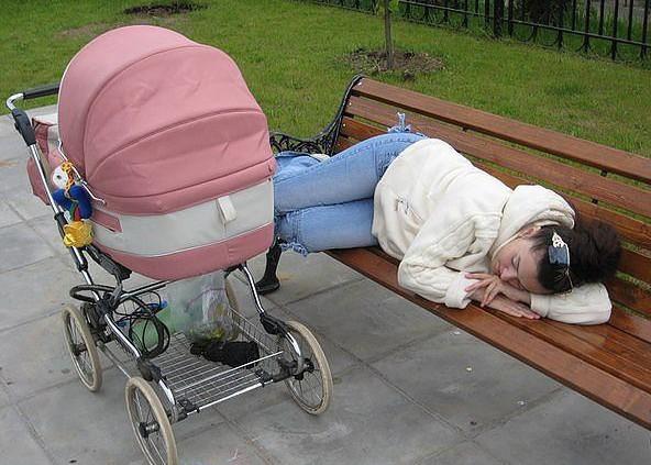 25 весёлых фото, которые хорошо поймут те, кто нянчил младенцев