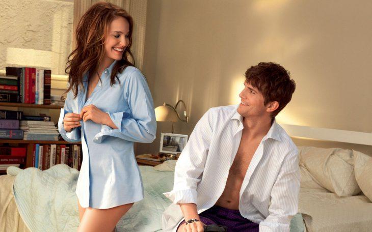 Вот почему пуговицы на мужских рубашках пришиты справа, а на женских слева!