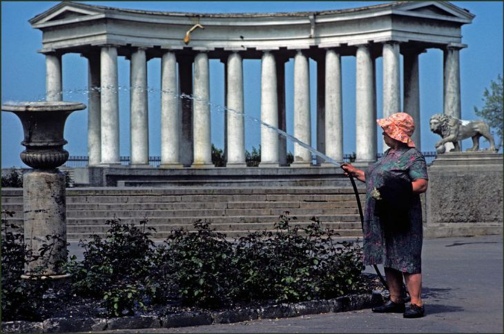 Ukraine. Odessa. A woman gardener spraying with a hosepipe in front of the colonnades of Count Vorontson's Palace. 1982