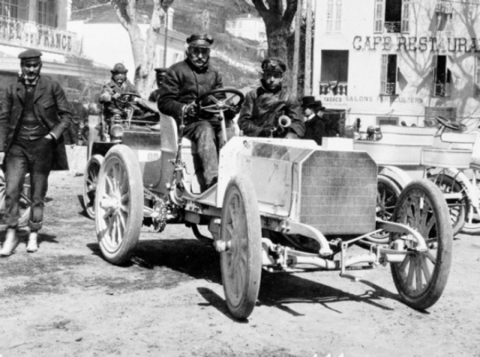 Эмиль Еллинек презентует «Мерседес» 35 HP на гонках в Ницце, 1901