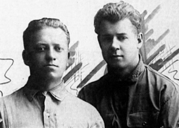 П. Чагин и С. Есенин, Баку, 1924
