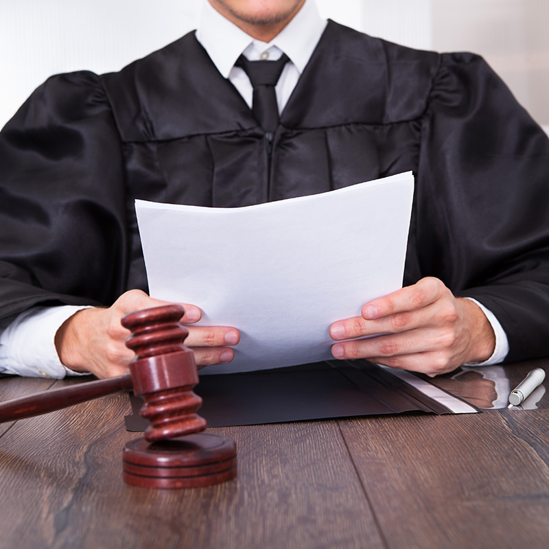Какие вопросы можно задать судье в уголовном процессе тут исчез