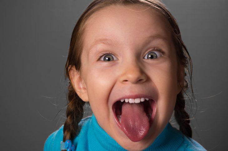 Фото как дети показывают языки